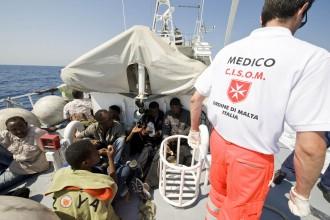 Lampedusa, 29 Giugno, 2008. Volontari del CISOM durante la loro attivitˆ nelle motovedette della Guardia Costiera