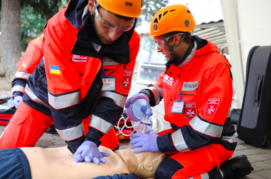 First Aid training courses, Ukraine, Ukrainian Relief Service